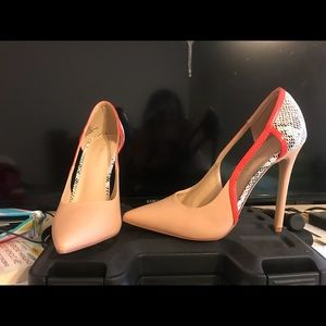 Shoe dazzle heels. Worn once, too small.